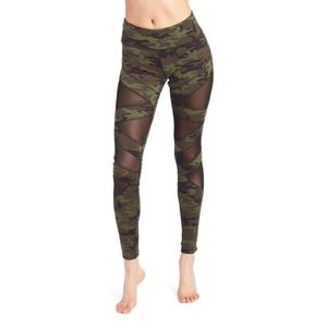 NWT The Warm Up Camp Leggings